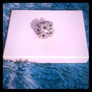 Jewelry - NWOT Floral Ring